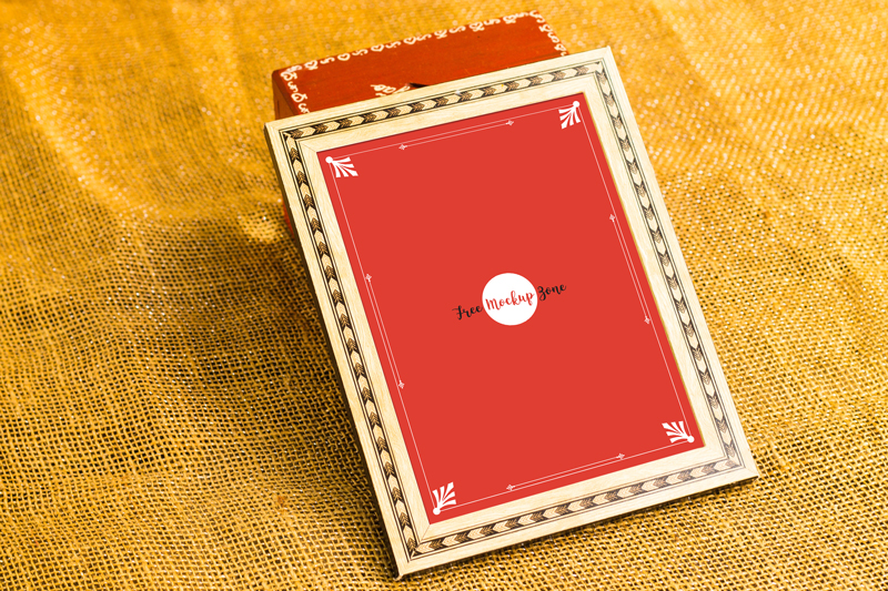 Free-Traditional-Photo-Frame-Mockup