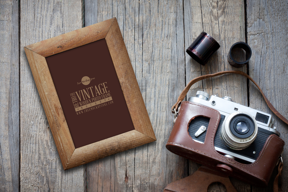Free-Retro-Vintage-Wooden-Photo-Frame-Mockup-PSD