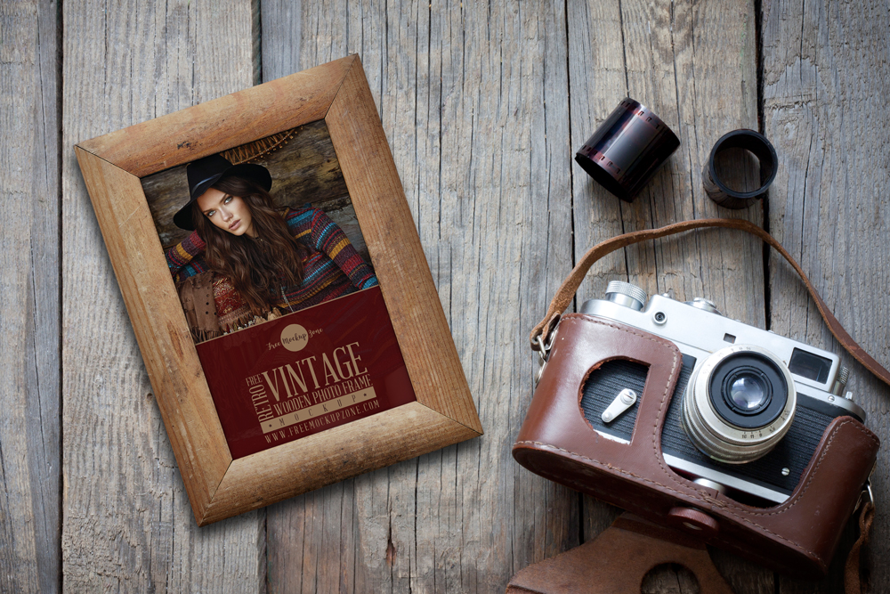 Free-Retro-Vintage-Wooden-Photo-Frame-Mockup