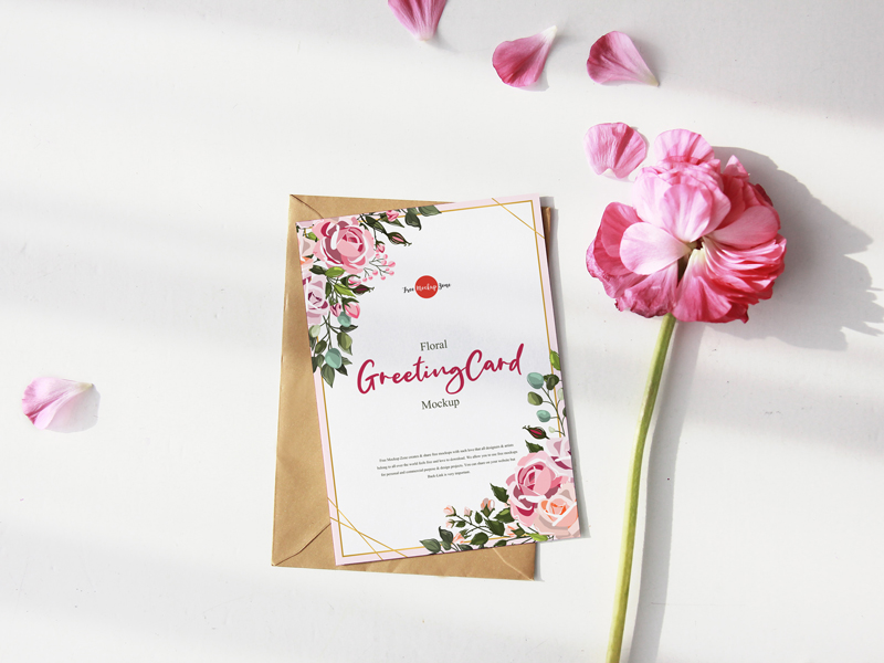 Free-Floral-Greeting-Card-Mockup