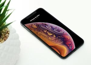 Free-Elegant-iPhone-XS-Max-Mockup-PSD-300.jpg