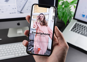 Free-Man-Holding-Smartphone-Mockup-PSD-2019-300.jpg